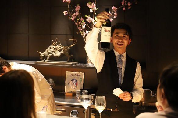 ドリンクはペアリングでお楽しみいただけます。料理に合わせてワイン・日本酒をソムリエがご提案いたします。