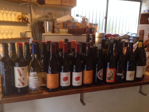 2〜3人集まればボトルワインがお得!!!ボトルワインのお値段はインポーターさんの希望小売価格+抜栓料¥500。