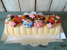 フルーツたっぷりひな祭りロールケーキ(^○^)