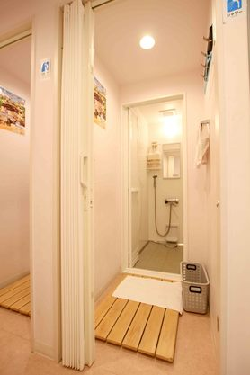 レンタルシャワー 550円 レンタルシャワー+ドリンクバー 700円 レンタルシャワー+世界のビール1本 1000円