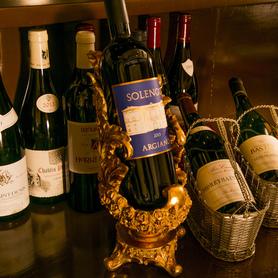 ワインリストは常時80種類以上ご用意しております。