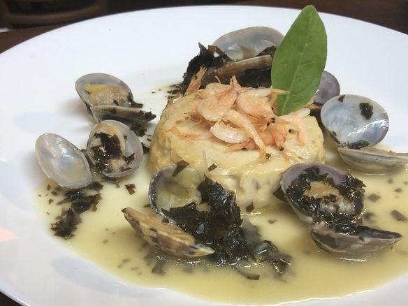 ディナー2day'sのコースのお魚料理 真鯛のフラン 旬の若芽と浅利のソースで