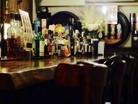 https://www.facebook.com/bart.ism0903/# ホテル出身のオーナーバーテンダーは多数のカクテル競技会にも出場。全国準優勝の経歴を持っています。店内は落ち着いた雰囲気のオーセンティックバー。一枚板のロングバーカウンターや世界の銘酒が揃うお店です。午後1時からの営業で、エスプレッソやカフェラテなど喫茶メニューも充実しています。4時間以上煮込んだ牛ほほ肉のビーフシチューは1日限定10食。料理メニューもご用意しています。 フェイスブックページにて情報更新中!!