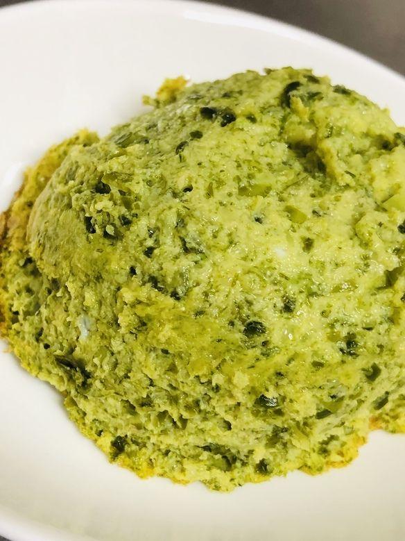 三浦の新わかめと、スモークサーモンのフラン。Chef's plateでのご提供です。