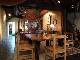 1階 椅子・テーブル席 12名~16名様 暖房は我が家の山の木を間伐した薪ストーブです!!