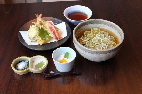【夏季限定】「すだちそばと夏野菜の天ぷら」 1,750円(税別)