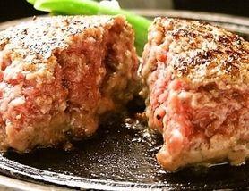 ランチでは「とろけるハンバーグ」と「熟成ハラミステーキ」を提供中!!