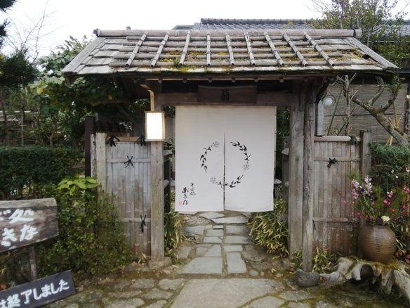 里山にある蕎麦屋です。