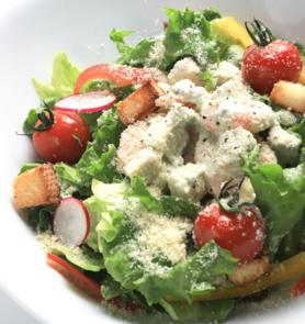 シーザーサラダ  エビ、チキン、ベーコンからお好きな具材をお選び頂けるサラダ。