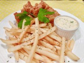 フィシュ&チップス イギリスを代表する料理のひとつ。タラなど白身のフライにフレンチフライを添えたもの。