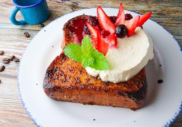 かりっとふわふわ 赤果実のフレンチトースト