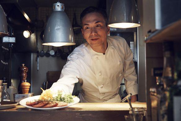 有名レストランで5年修行後、海外で出張シェフとして10年。2018年から活動の場を日本に移し新たに店舗を構えました。