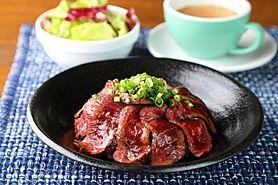 【ランチ限定10食】原価をふんだんに使った国産黒毛牛ステーキ丼