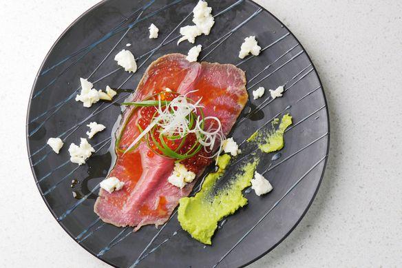 黒毛和牛A4カタサンカク 熟成発酵肉寿司