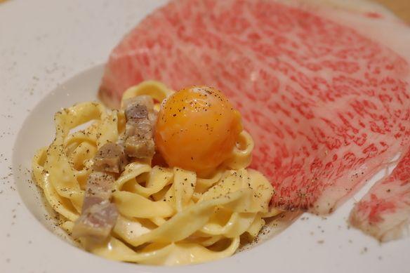 薄切りサーロインとカルボナーラ コース内に含まれるお料理です(来店時期によってコース内のメニューが変わります) 期間限定のメニューです