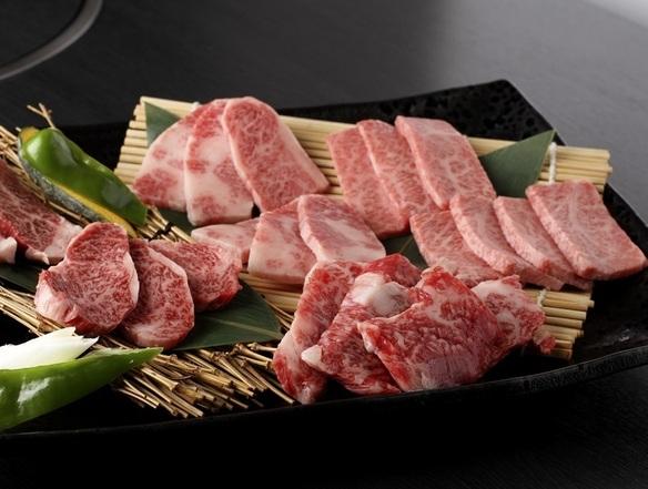 当店では九州地方中心に厳選された最高級の黒毛和牛A4~A5ランクをお手頃な価格で取り揃えております。牛肉本来の持つ味わいを思う存分お楽しみください。