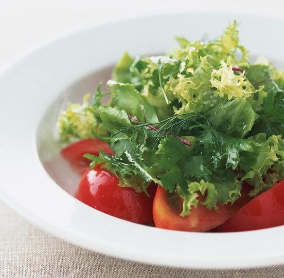 ランチメニューにはすべて有機野菜サラダがつきます