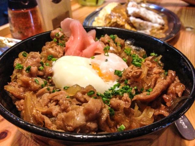 【東京】ステーキにすき焼き、ローストビーフまで!全国丼グランプリで金賞を獲得した肉丼10選