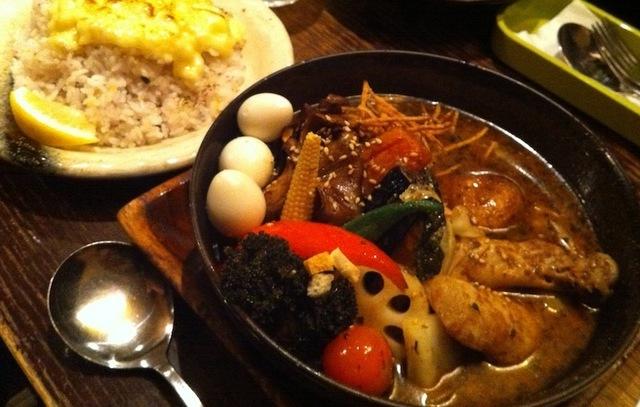 【札幌】どでかい角煮やラム肉、シーフードまで!具だくさんが魅力の本場スープカレー8選