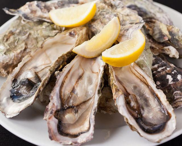 【新宿】大粒牡蠣のチーズフォンデュと世界のワインでシーフード飲み会!『UMIバル』
