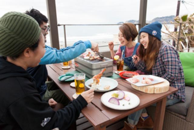 広大な海を見渡せる絶景で気軽にアウトドア気分!鎌倉・炭火焼き食堂オープン!