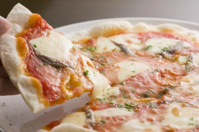 【人形町】熱々のピッツァやおかずが食べ放題!『SALVATORE CUOMO & BAR』でランチを満喫!