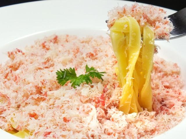 カニが多すぎて麺が見えないパスタ!?北海道食材を豪快に使った料理を楽しむ『炭リッチ 練馬店』