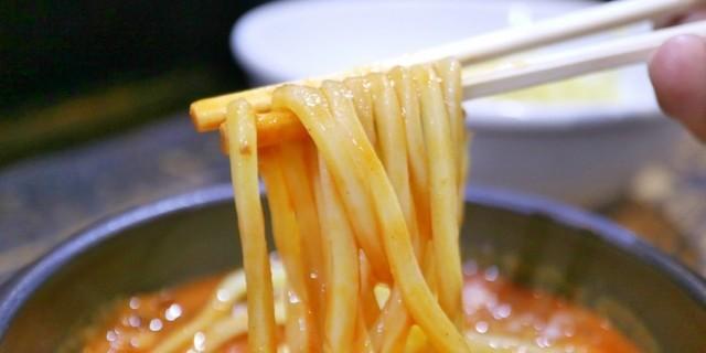 【日吉】3種類の味噌ダレで楽しむバラエティ豊かなつけ麺!極太麺に濃厚スープが絡みつく一杯『あびすけ』