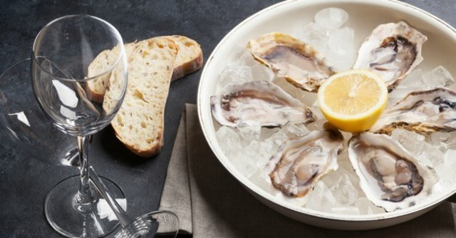 生牡蠣やお肉のグリルをお酒と堪能。匂いを気にせずお酒が楽しめる!IQOS専用席がある都内のバー4選