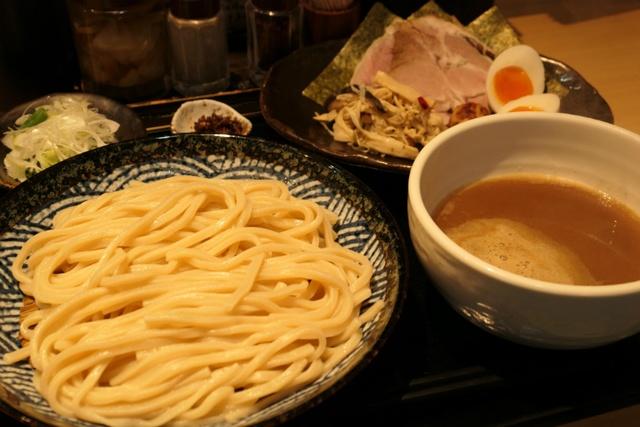 【亀有】グルメサイト1位の実力はハンパなかった!魚介豚骨×超極太麺『つけ麺 道』