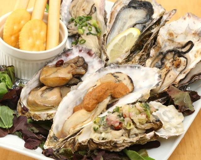 【新宿】産地別カキにウニや生ハムまで食べ放題!贅沢料理揃いの欲張りコースを『UMIバル』で堪能!