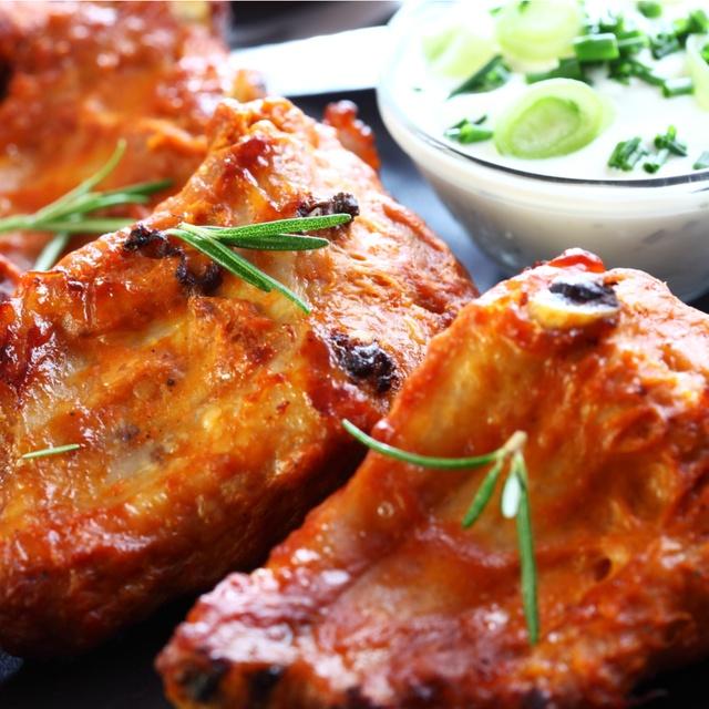 【小岩】肉料理を楽しめる居酒屋はココ5選!柔らかスペアリブに炭火焼きジューシー焼き鳥も