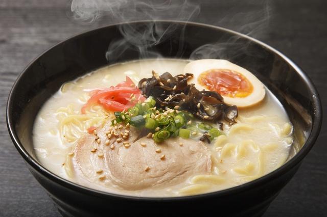 梅田駅周辺で必食のとんこつラーメン店10選!泡立つスープも??