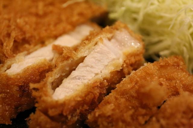 【新宿】ランチタイムに行ってみて!850円の高コスパとんかつ定食『とん竹』