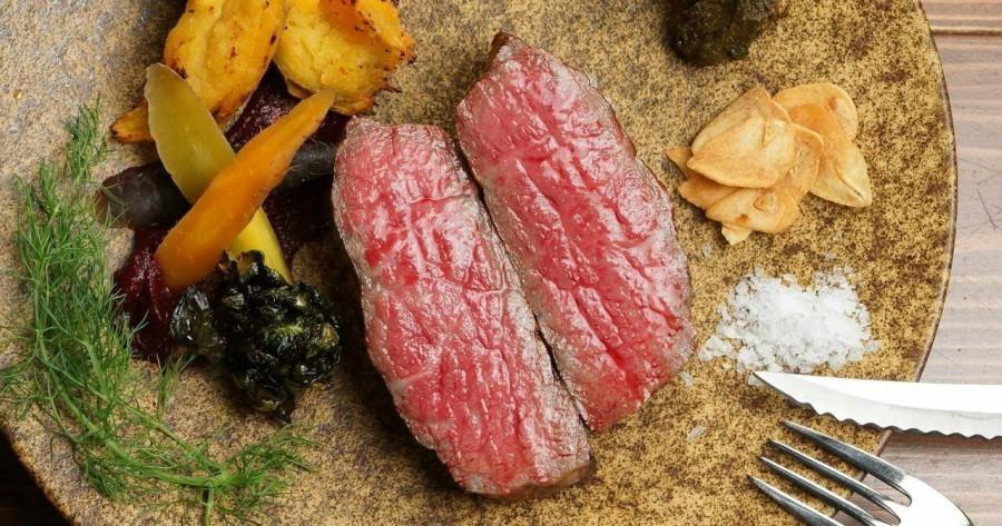 【梅田】日本一の和牛も!本格料理と無制限飲み放題が楽しめる『炭火とワイン』の本気がスゴい!