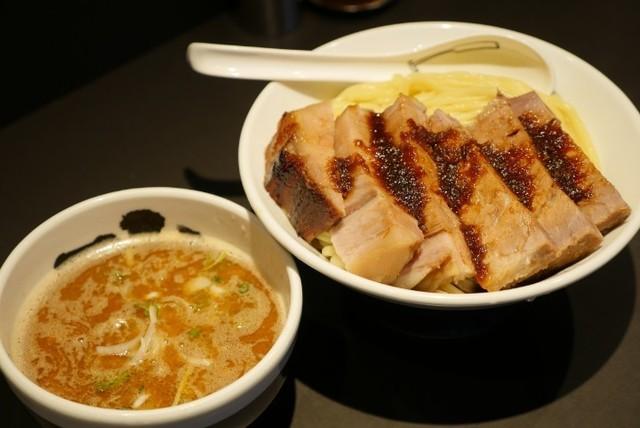 【上野】厚切り豚につけ汁が超絡むヒミツの麺!? 濃厚豚骨つけ麺『麺屋武蔵 武骨相傳』