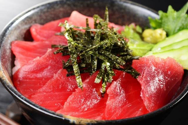 【函館】絶対食べたい海鮮丼!マグロ・うに・海老・活イカ。新鮮な海の幸たっぷり!