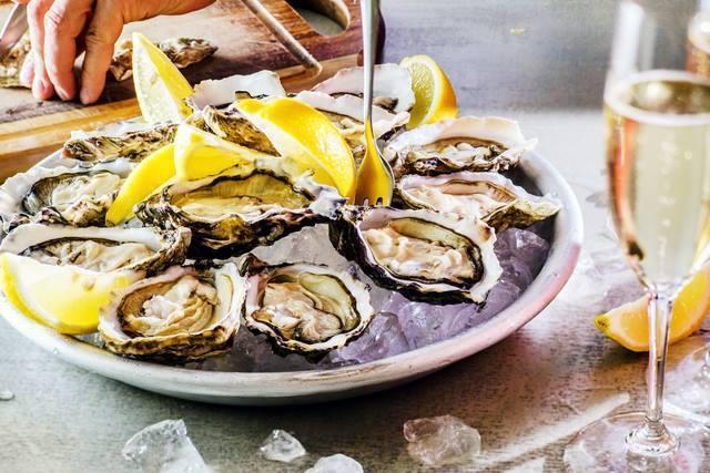 ぷりぷり生牡蠣は喉越しツルン!味も雰囲気も◎デートで行きたい東京のオイスターバー7選