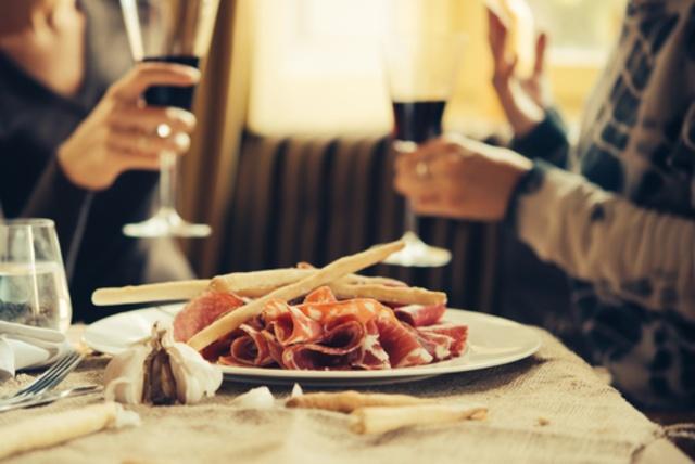 【赤坂見附】肉バルならココ5選!お得な生ハム食べ放題に肉汁滴る塊ステーキ