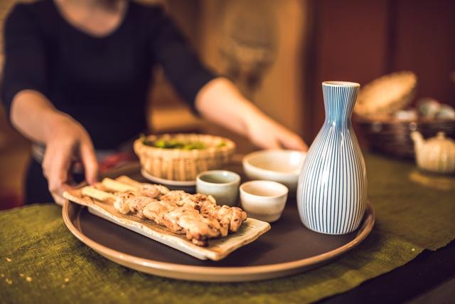 日暮里の居酒屋8選!クラフトビールに豊富な日本酒、お酒がすすむ逸品料理と。