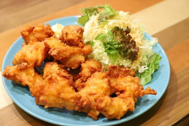 【西早稲田】から揚げにドリンクもビッグ盛り!ボリューム満点な定食も揃うやきとん居酒屋『BOO BASE』