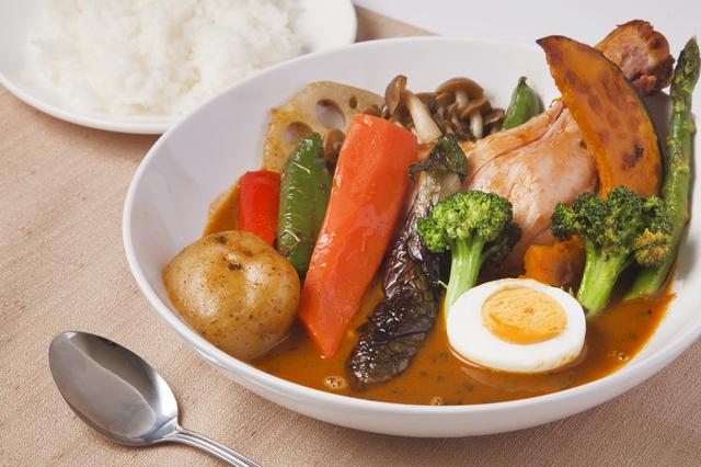 【渋谷区】野菜!コラーゲン!スパイス!すべてを1皿に凝縮した「スープカレー」が食べられるお店5選