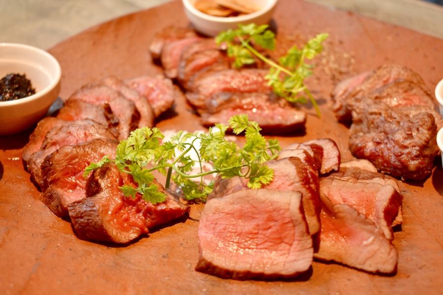 【恵比寿】どの和牛よりも赤身が濃厚!?希少な黒毛和牛「赤城牛」の魅力を堪能する肉バル『itable』