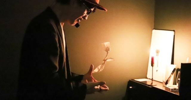 【銀座】炎の中からプレゼントが出現!?特別な手品でサプライズを成功に導く!『てじなっくる!』