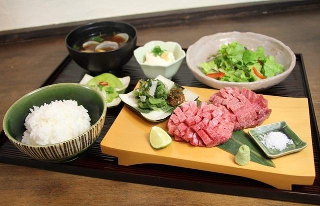 【京阪三条】牛1頭から1人前!1日5食の限定メニュー。京都に縁ある食材を愉しむ『ほっとけや』