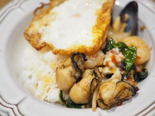 広島限定・牡蠣のガパオも!屋台感覚で気軽にタイ料理が楽しめる『マンゴツリー』が中四国初出店