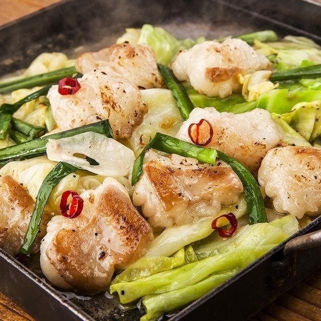 【市ヶ谷】新鮮でぷりっぷり!名物の「大とろホルモン」は必食!『芝浦食肉 市ヶ谷店』