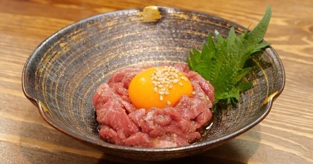 【中野】正真正銘の生肉!和牛ユッケのモチモチな弾力と濃厚な旨味を『肉匠上野』で!