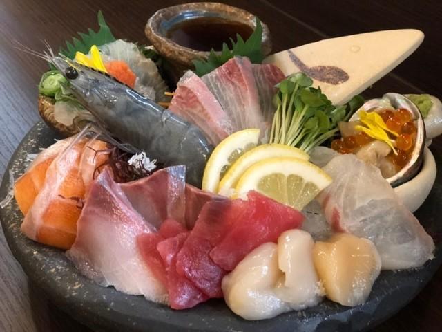 """【姫路】高知直送の鮮魚と郷土料理!""""海鮮が安いだけの店""""『土佐盛り 魚っと』"""