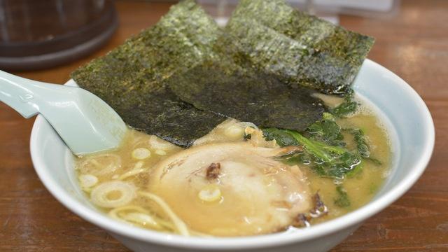 飯田橋で行くべき家系ラーメン店5選!パンチの効いた豚骨にユニークな割引サービスも!